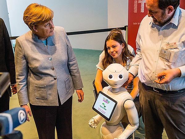 digitalSTROM im Gespräch mit Bundeskanzlerin Angela Merkel